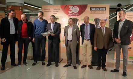 Nuevo Centro acoge desde hoy la exposición del 30 Aniversario taronja