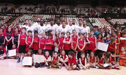 5.600 jóvenes disfrutaron del Valencia BC con 'Coles y Clubes a la Fonteta'