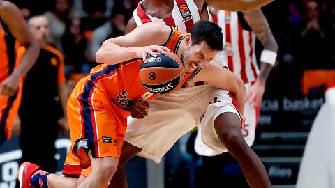Un serio Olympiacos mantiene a Valencia Basket en la espiral perdedora
