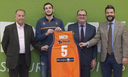 Sergi García, presentado en Valencia: «Es un sueño vestir esta camiseta»