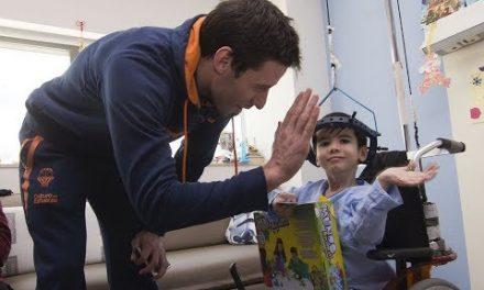 Tradicional visita navideña a los hospitales con Falomir Juegos