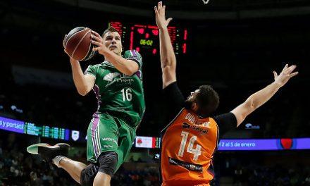 Unicaja desmenuza al Valencia Basket y sigue soñando con la Copa (74-67)