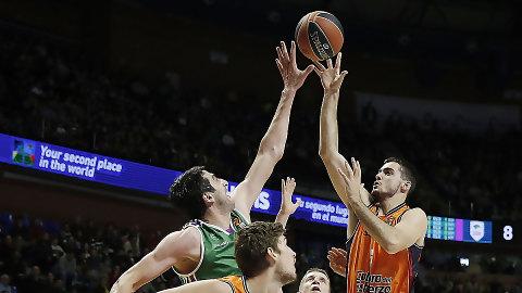Un heroico Valencia Basket remonta en Málaga (83-85)
