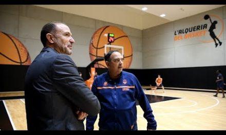 Chus Bueno visita L'Alqueria del Basket