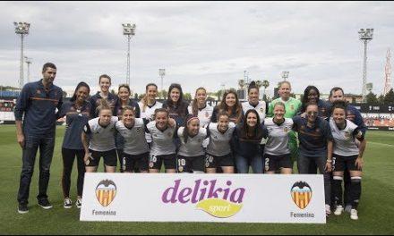 Nuestras jugadoras reciben el homenaje del VCF Femenino