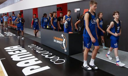 Los participantes en el Europe Training Camp Jr. NBA, en Valencia