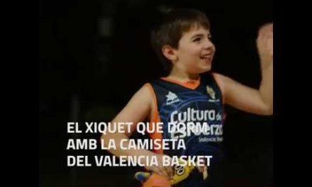 El xiquet que no es lleva la camiseta de Valencia Basket ni per a dormir