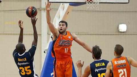 Valencia Basket vence a UCAM Murcia en el debut de sus entrenadores