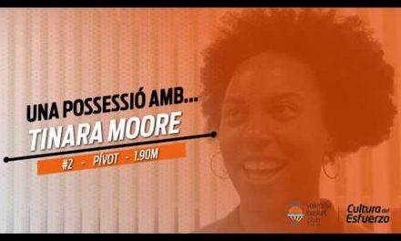 Una possesió amb Tinara Moore