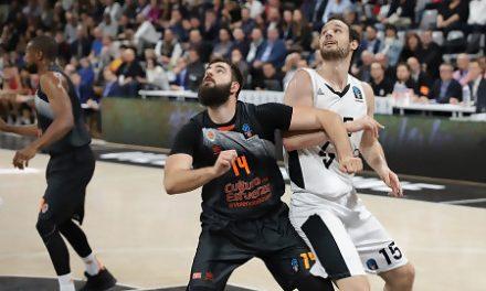 Valencia mejora pero las pérdidas le condenan frente al Asvel (73-69)