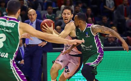 Valencia Basket aseguró su liderato tras ganar a Unicaja (69-72)