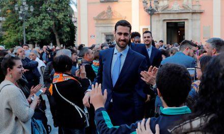 Baño de masas taronja tras su éxito europeo
