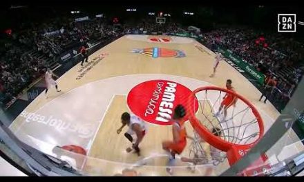 Tapón Joan Sastre a Spanoulis en Olympiacos J18 Turkish Airlines Euroleague
