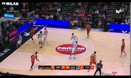 Guillem Vives sin mirar para Maurice Ndour J17 Liga Endesa vs Joventut de Badalona